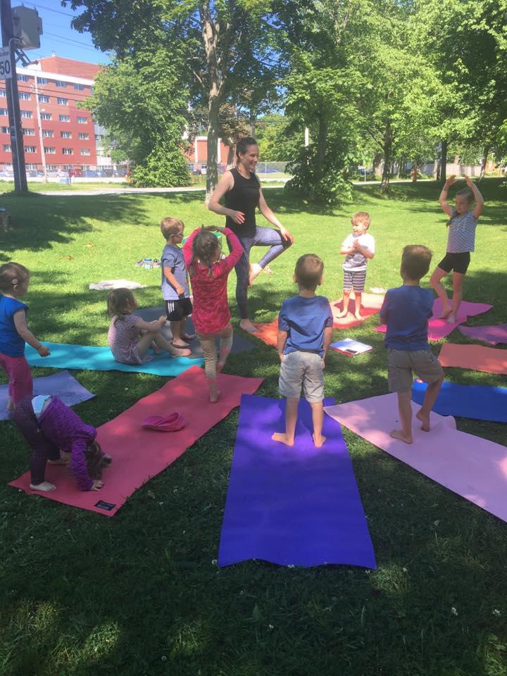 參加查克的捐贈兒童瑜伽班,總共籌集了120美元  (圖片截取自:seva官網)